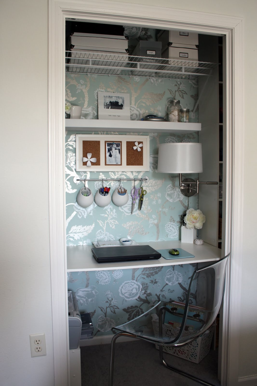 The little closet office bleue pi ce for Transform small closet space