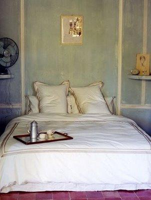 bed frame abandonment beds on the floor bleue pi ce. Black Bedroom Furniture Sets. Home Design Ideas