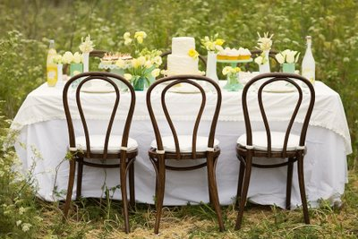 Flower garden theme ideas on the design of outdoor family dining
