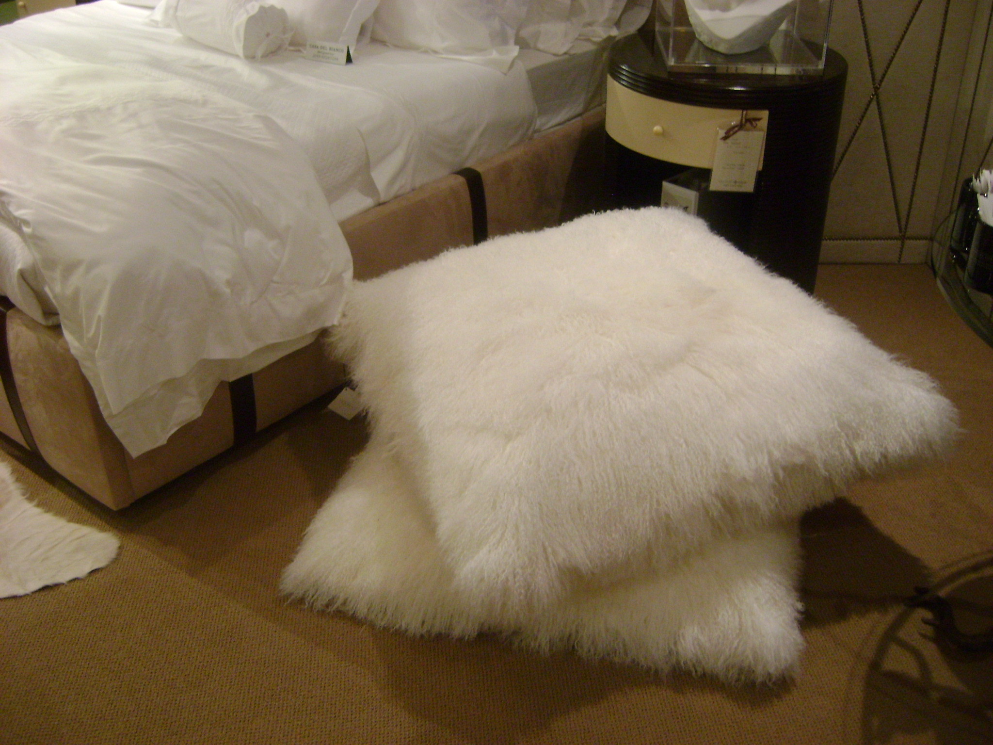New ?Must Have? ? Furry Floor Pillows Bleue Piece